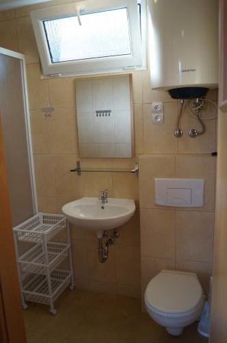 łazienka w małym domku